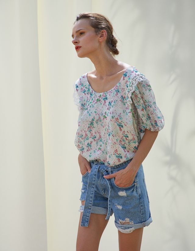 FLORAL BLOUSE WITH CROCHET LACE