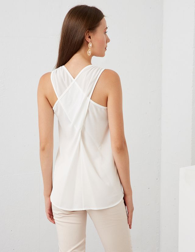 TOP WITH CROSS STRAPS ON THE BACK