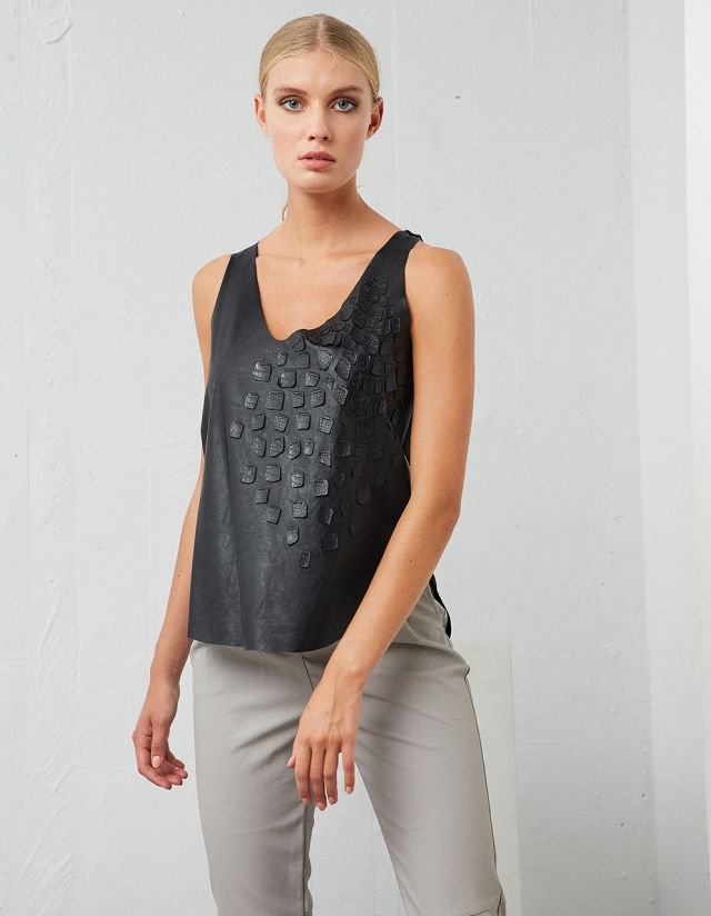 TOP WITH APPLIQUES DETAIL