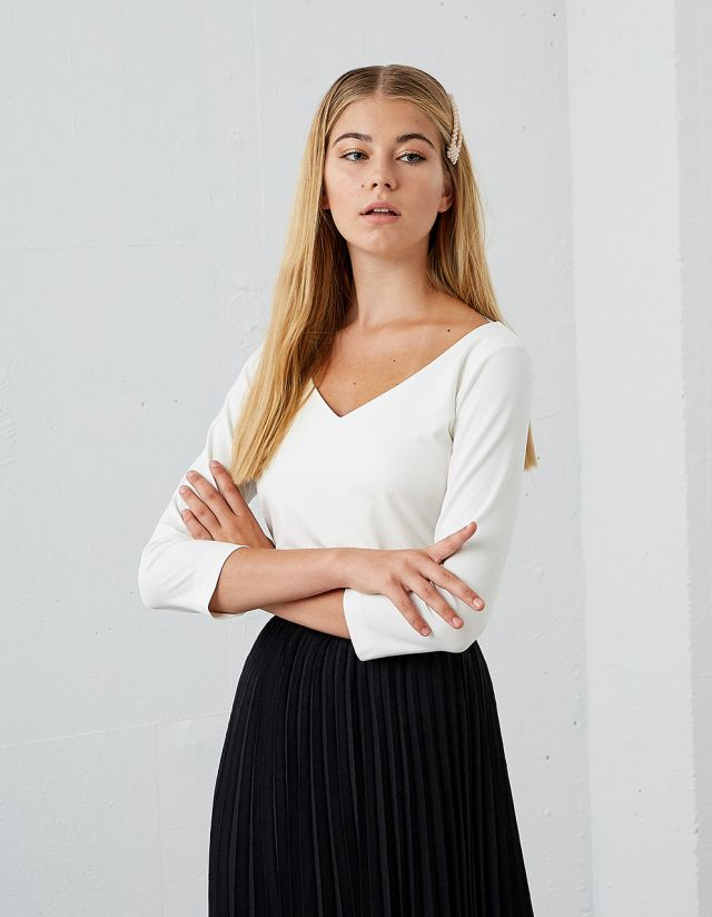 LONG SLEEVE TOP WITH V-NECKLINE