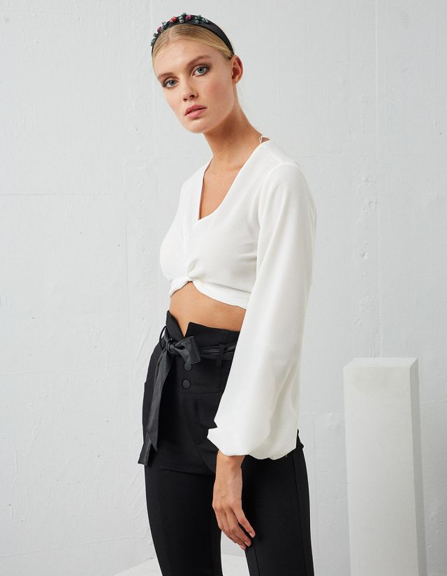 CROP TOP WITH KNOT