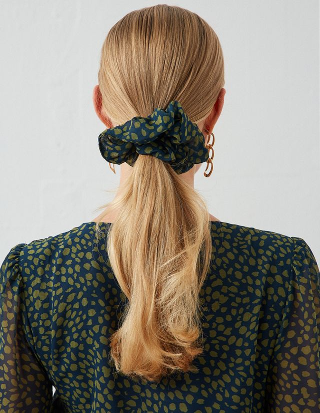 PRINTED CROP WITH SCRUNCHIE