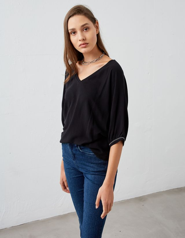 BLOUSE WITH SLEEVE DETAIL