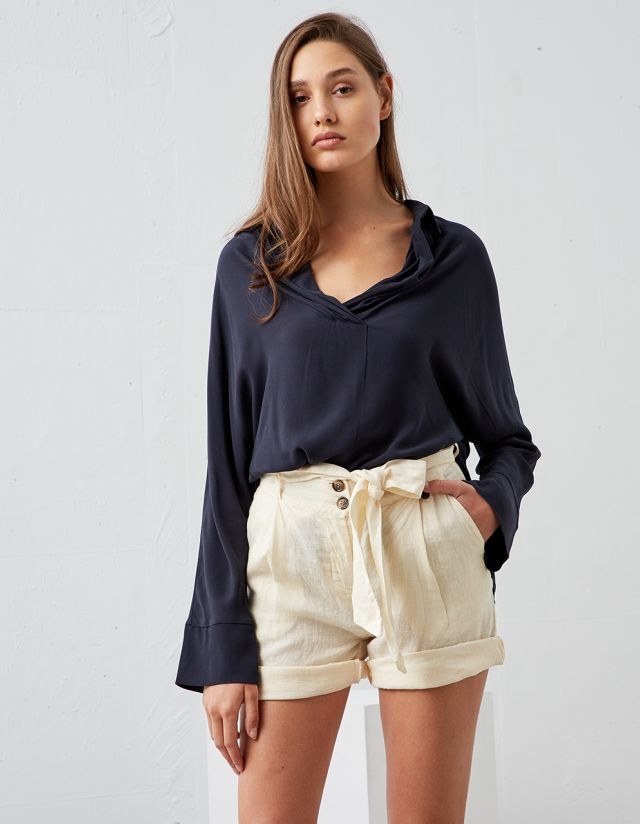 BASIC BLOUSE WITH COLLAR