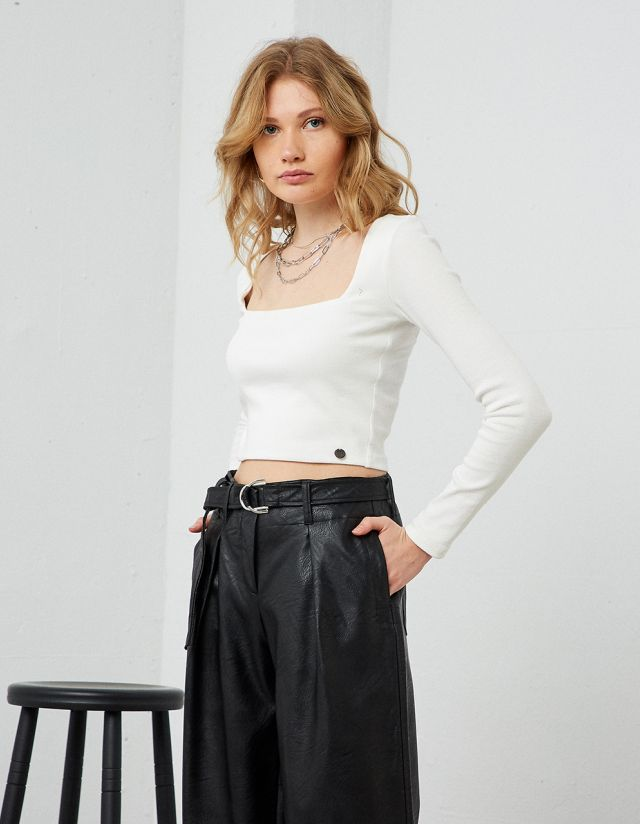 CROP TOP WITH SQUARE NECKLINE
