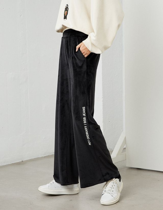 SWEATPANTS WITH BELVET TOUCH