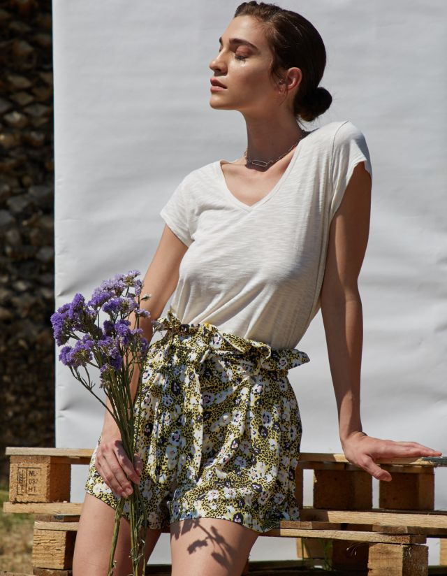 PRINTED SHORTS WITH PLEATS