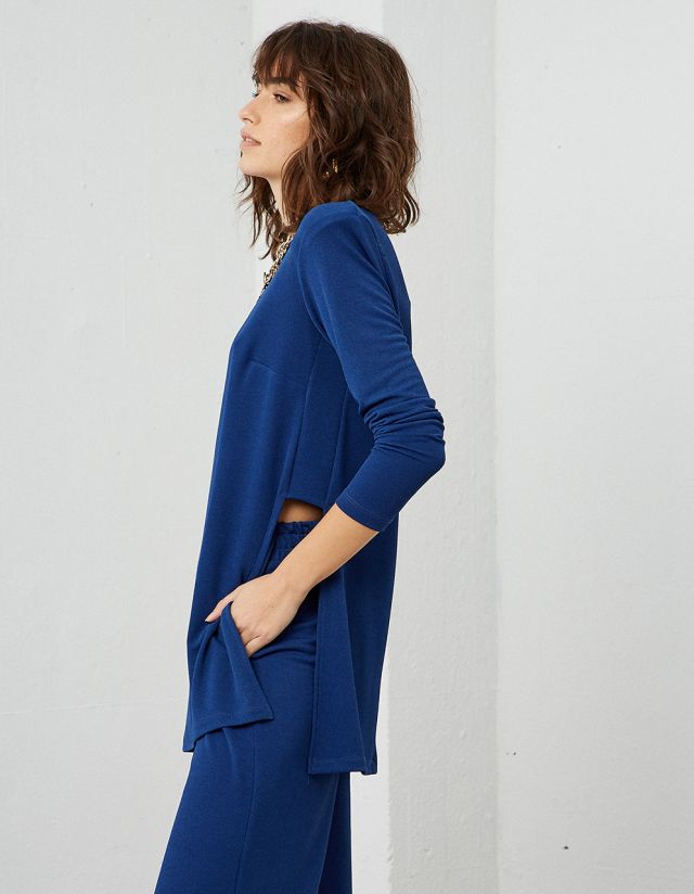BLOUSE WITH SIDE SLITS