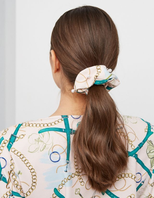 SCRUNCHIE WITH PEARLS