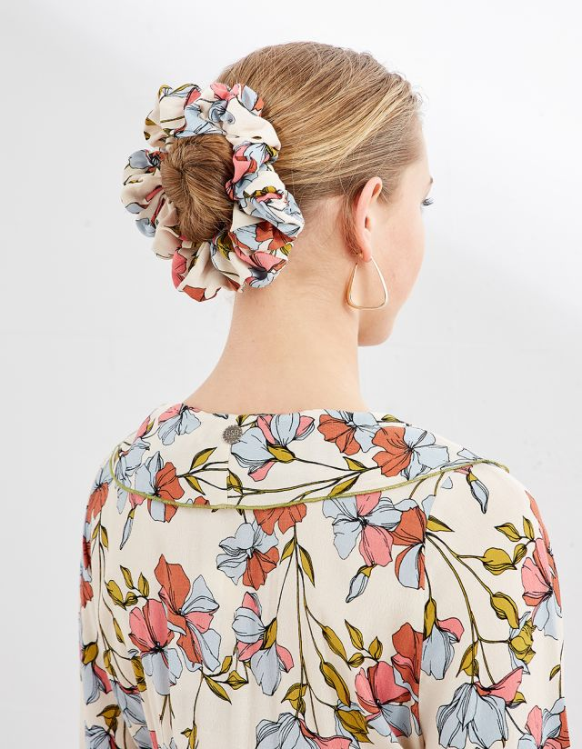 HAIR SCRUNCHIE WITH FLORAL PRINT