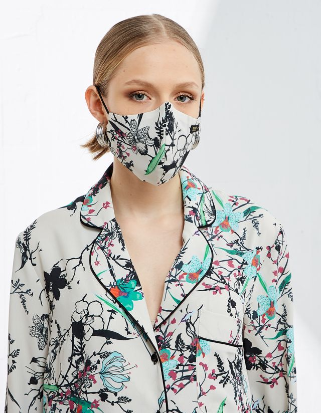PROTECTIVE MASK WITH PRINT