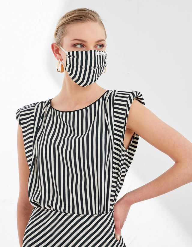 SQUARE MASK WITH STRIPES