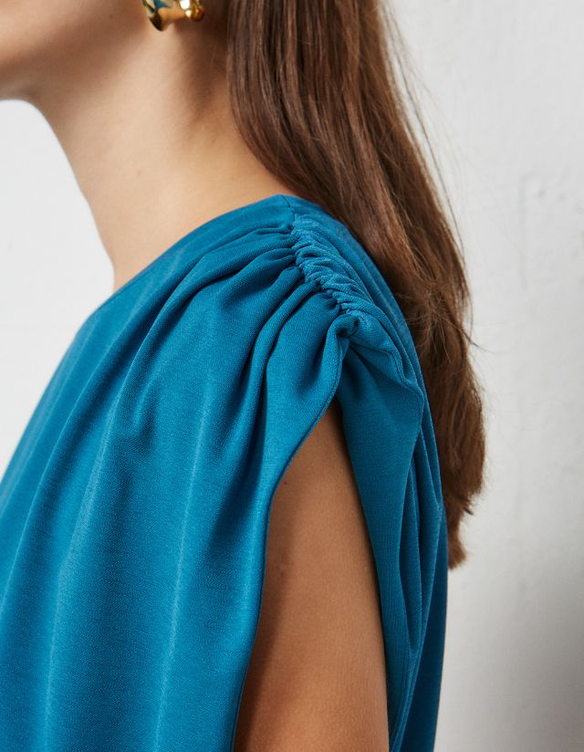BLOUSE WITH GATHERED SHOULDERS