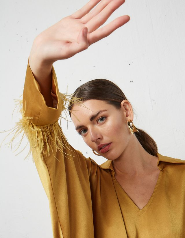 BLOUSE WITH FEATHERS ON THE CUFFS