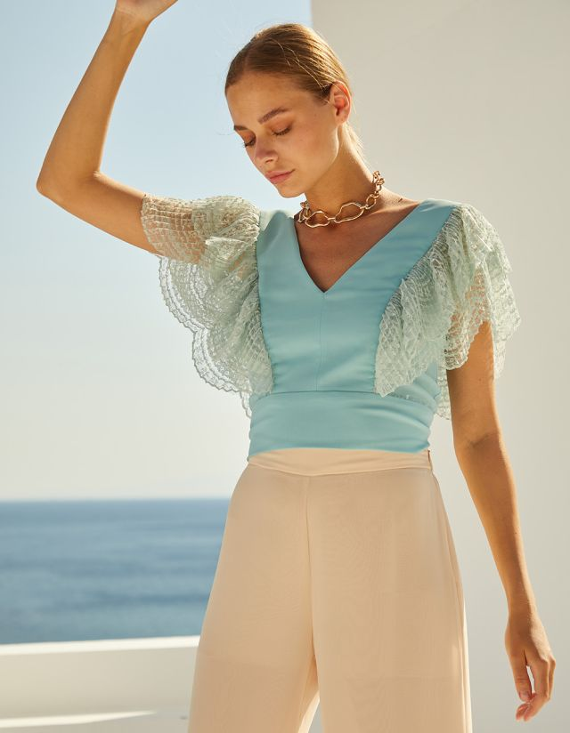 CROP TOP WITH LACE RUFFLES
